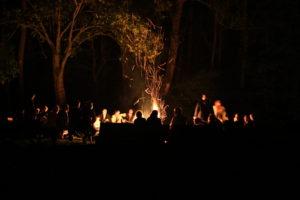 Singen am Lagerfreuer gehört einfach zum Pfadfinderleben dazu. Foto: oH/Heiß